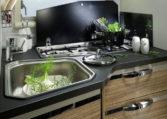 Autocaravana-Adria Matrix Axess 670 SP cocina
